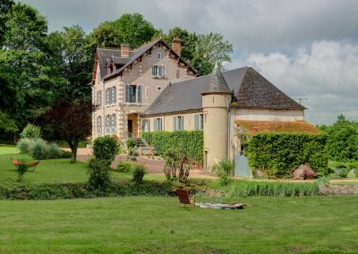 bed & breakfast chateau saint etienne - chateau