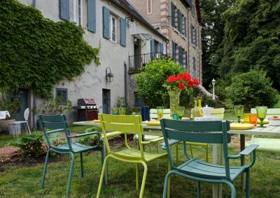 bed & breakfast chateau saint etienne - outdoor lunch