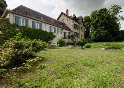 bed & breakfast chateau saint etienne - garden and greenery